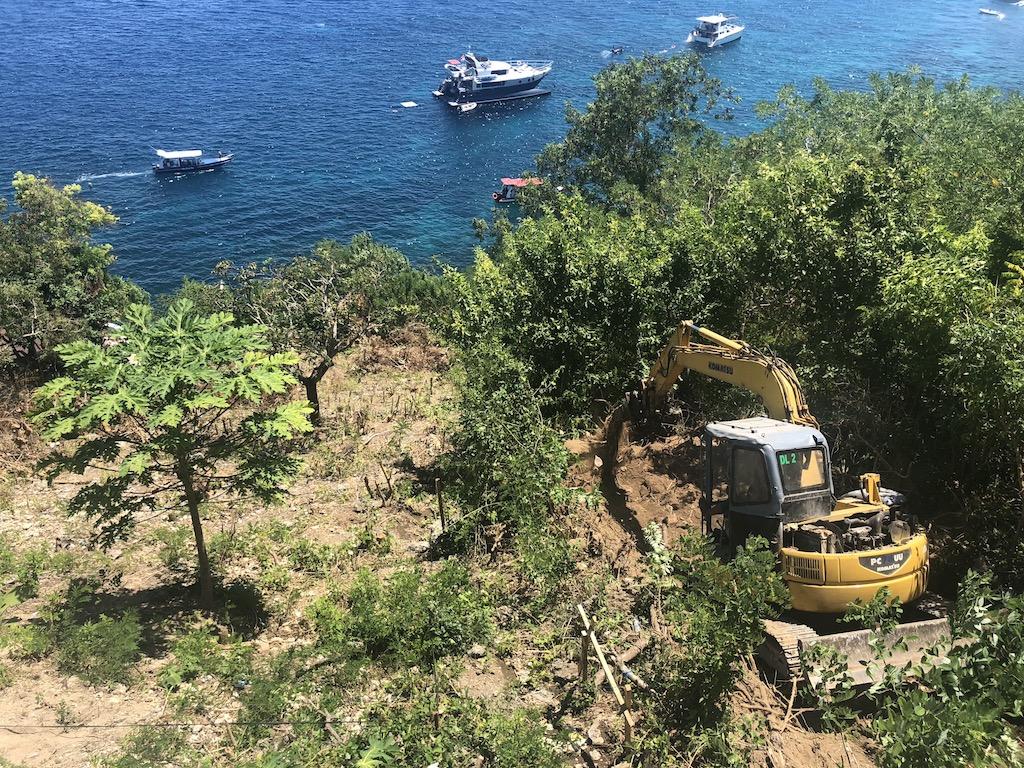 Excavator Warnakali Nusa Penida